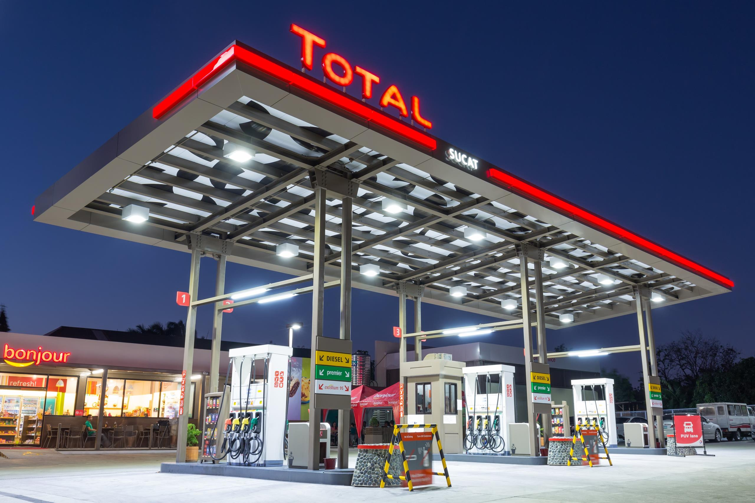 total to install solar power in 5 000 fuel stations. Black Bedroom Furniture Sets. Home Design Ideas